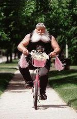 Père Noël livre un vélo pour fille